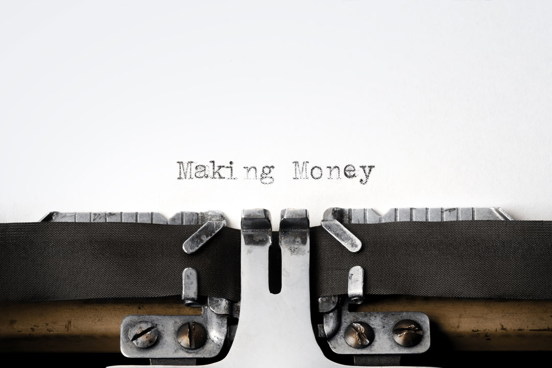 Typewriter with text saying making money online